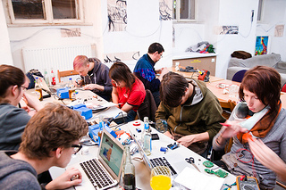 Datei:Soldering workshop.jpg